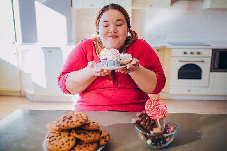 Donna felice con dolci - prof. Nicola Sorrentino